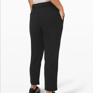 NWT Lululemon On The Fly woven black 10. 7/8 pant